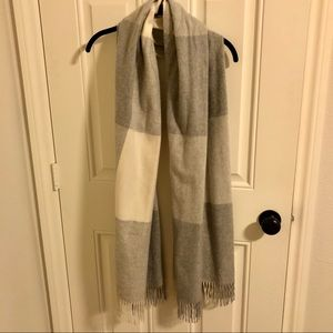 Nordstrom grey and white checkered cashmere scarf